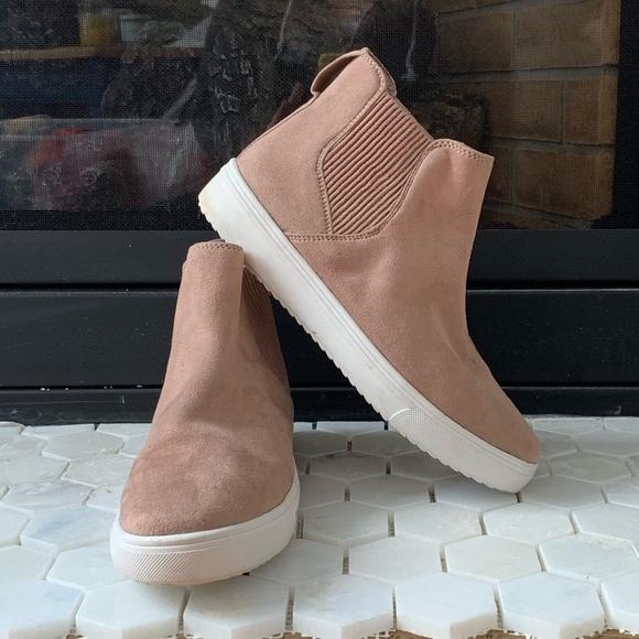 1b094c3a797 Steve Madden high top pink suede sneaker. M 5c7d54d995199611aceb6b02